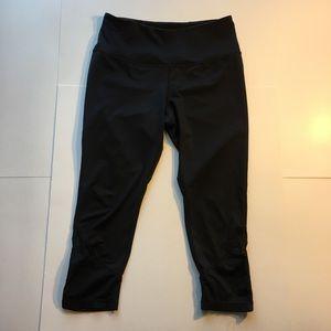 ZELLA Women's Activewear Capri Leggings (Medium)